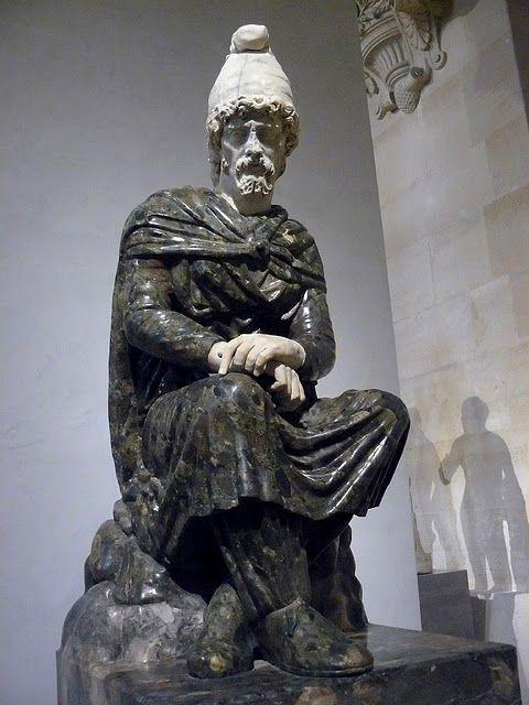 Dac statue- Louvre Museum Paris