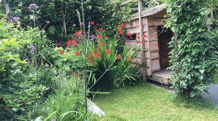 De eigenaren wilden strakke lijnen en veel groen in de achtertuin zien. Met de materialen en plantkeuze is de tuin onderhoudsarm uitgevoerd. De eigenaren hoeven 3 maal per jaar klein tuinonderhoud uit te voeren.