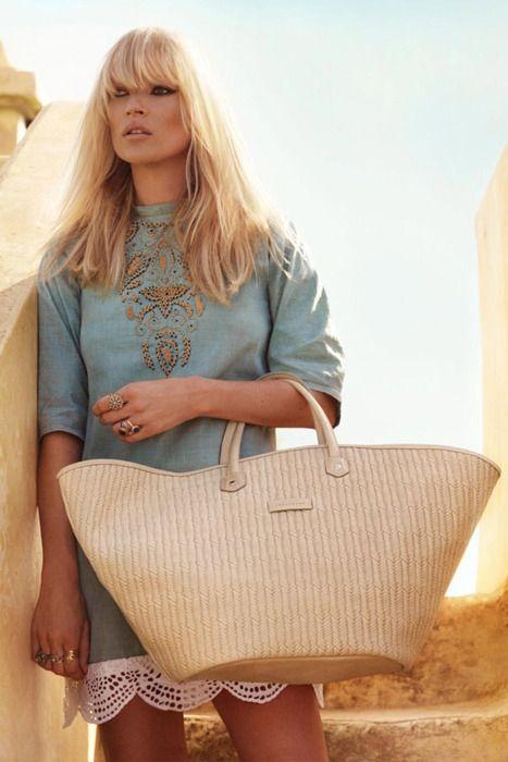 ビーチサンダル・タオル・ビーチシート・ボール....なんでも入るBIGなかごバッグにぴったりのコーデは爽やかなブルー♡真似したいスタイル・ファッション♪