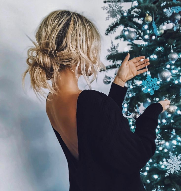 #messyhair #hairstyles #updos #holiday #ootd #fashion