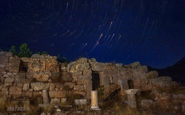 Βαθύς, αρχαία ερείπια, σεληνόφωτος, αστέρια και μια απόλυτη ηρεμία.  -  Vathis, ancient ruins, twilight, star trails and an absolute stillness!