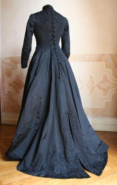 Vestido de luto, ca 1877