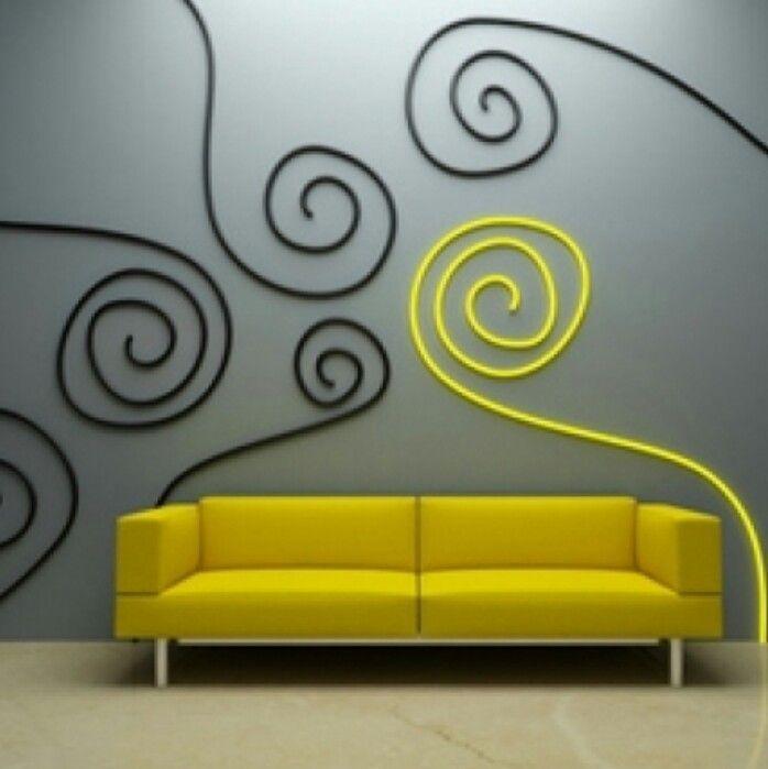 Pour customiser un mur : A réaliser avec des fils électriques de couleur, ou du tricotin!