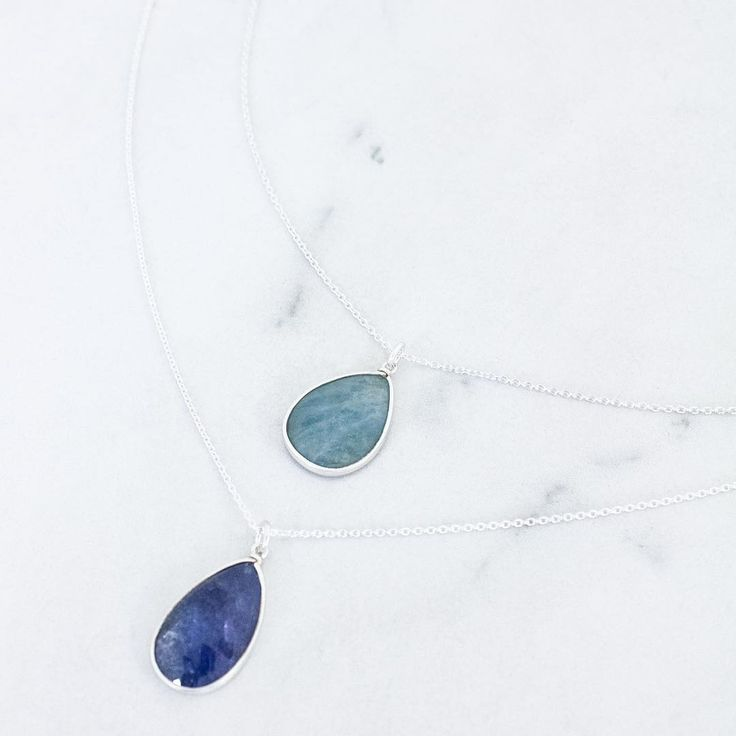 It's Friday and you need to treat yourself to jewelry.. and a sapphire necklace is a great choice 😉⠀