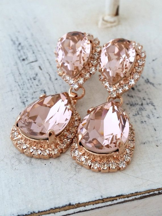 Rose gold Blush Pink crystal Swarovski Chandelier earrings, Bridal earring, Bridesmaids gift, Dangle earring, Drop earring, Weddings jewelry Beauty with Statement. These stunning earrings have a great statement look that cant be missed. They would be great bridal earrings or with an evening dress. Wonderful bridesmaids gift They are made of rose gold plated brass and Swarovski crystals, all set in prong setting. Made with CRYSTALLIZED™ - high qulity genuine Swarovski Elements. Earrings ...