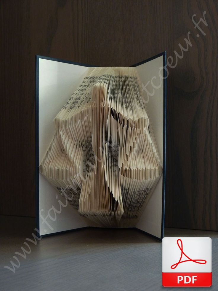 Livre plié balance de la justice (justice scale folded book)