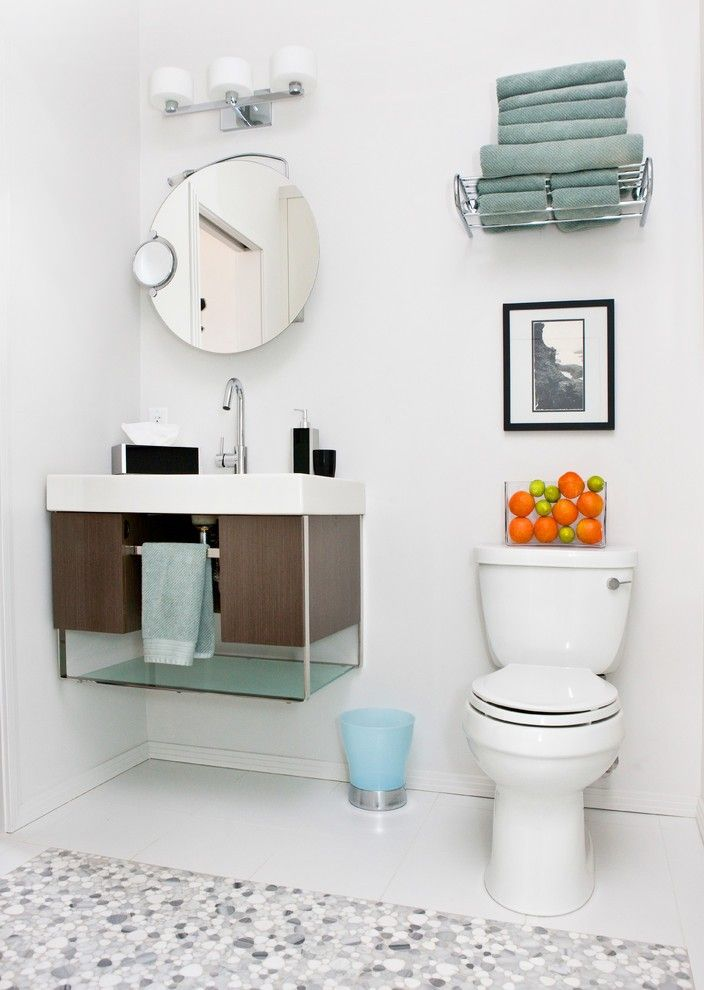 Towel Shelf with Open Plan Marble Curbless Shower