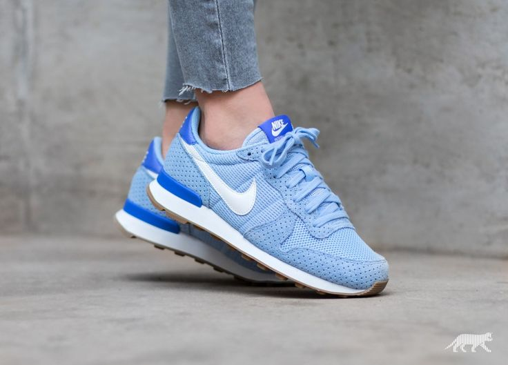 29345bb6603ab ... Nike Wmns Internationalist (Wolf Grey Summit White - Gum Mid Brown) ...