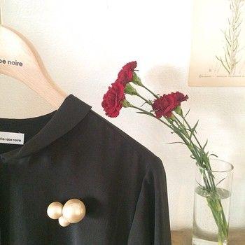 品のある華やかさ。petite robe noire(プティローブノアー)のアクセサリーを日常に。