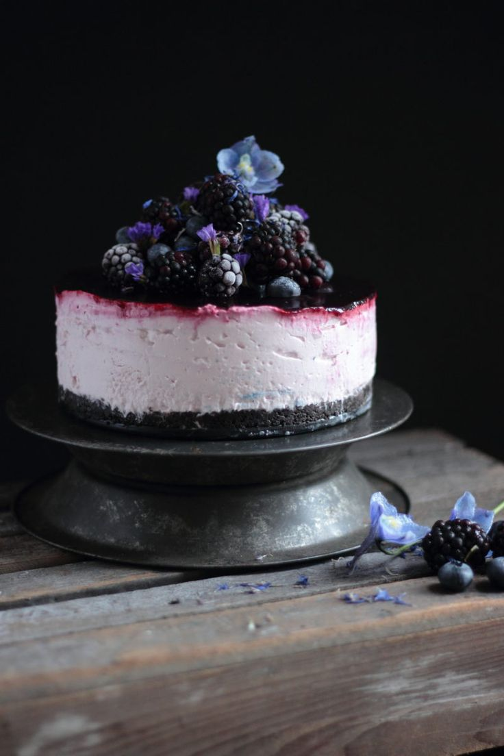 Blackberry And Blueberry Cheesecake With An Oreo Base - No Bake!