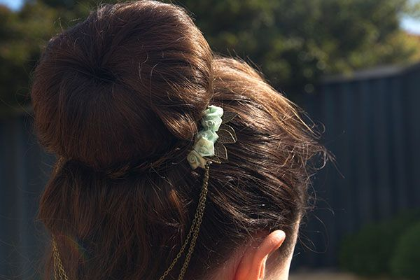 Love this idea to make your bun look more fancy. Can use on open hair too...would look fan!!!
