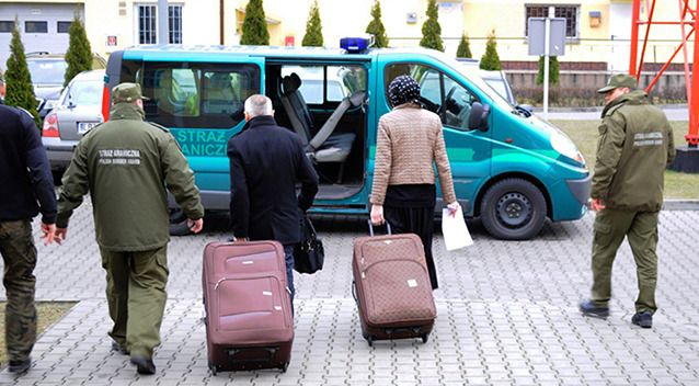 A Frenchman tried to smuggle his Russian wife into the European Union in a suitcase, all for nothing.