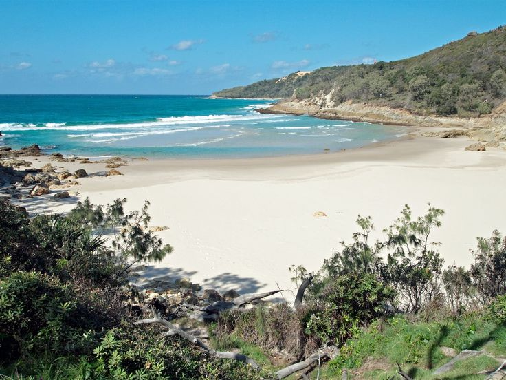 Best beaches near Brisbane. Whether you're after a surf beach, dog beach or quiet spot to lie a towel in the sun – read to discover Brisbane's closest beaches.