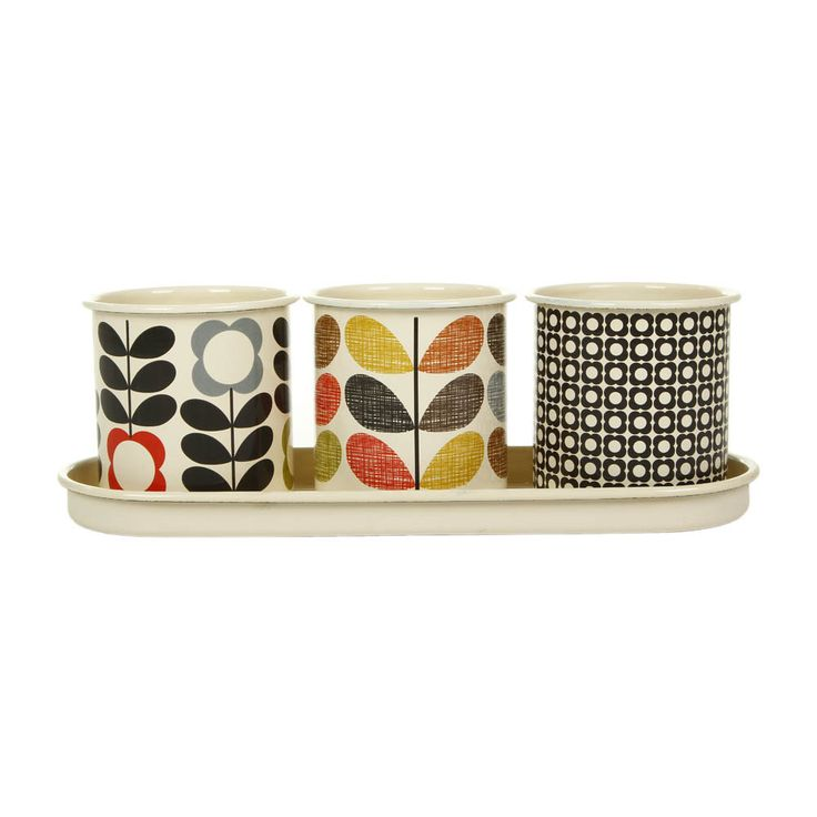 Grow your own seasonings in vintage style with this set of three herb pots from Orla Kiely. Crafted from enamel, these pots feature three stunning Orla Kiely prints and come with a tray for neat di...