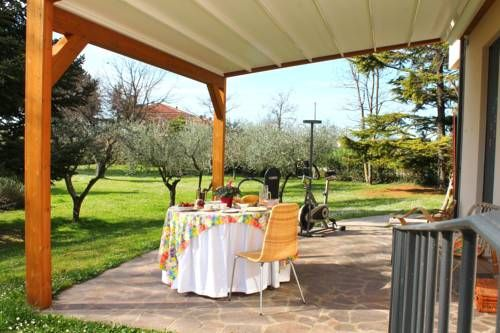 Al Villino del Sole Fano Surrounded by greenery, Al Villino del Sole is set in Fano in the Marche Region, 6 km from Fano Train Station and a 45-minute drive from Rimini. Free WiFi is offered throughout the property and free private parking is available on site.