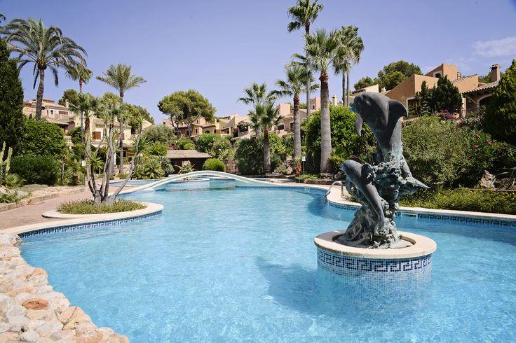 Rezidenčný komplex Valle Dorado sa nachádza priamo na pobreží v lokalite Costa de la Calma na juhozápade ostrova Malorka.  Nachádza sa iba 20 minút cesty autom od letiska, 15 minút od centra Palmy a 10 minút od prístavu Puerto Portals, ktoré je obľúbeným letoviskom španielskej smotánky, cez leto sa tu zdržiavajú aj členovia kráľovskej rodiny, ktorí zvyknú tráviť svoje letné prázdniny v paláci Marivent v hlavnom meste ostrova.