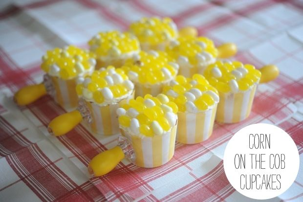 Dads love corn on the cob and they love cupcakes so why not put them together and give Corn on the Cob Cupcakes for Father's Day as a sweet treat! #fathers_day