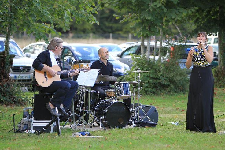Cocktail dans le parc du manoir. Groupe de musique Bossa Nova.