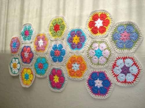 camino o carpeta para mesa en crochet.flores africana