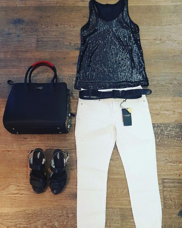 Glamour pants. Om naar een feestje te gaan heb je niet altijd een jurkje nodig. Pailletten top Black #StyledByFashionguru satin pants White #Maisonscotch Bag #PaulsBoutiqueLondon Heels #Nerogiardini www.partnermode.nl