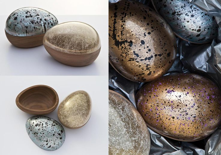 UOVO ONE / By PONTUS NY. Table accessory. Limited edition of an egg-shaped bowl made of glass and walnut wood. Made in Sweden. 2010 for Flam.