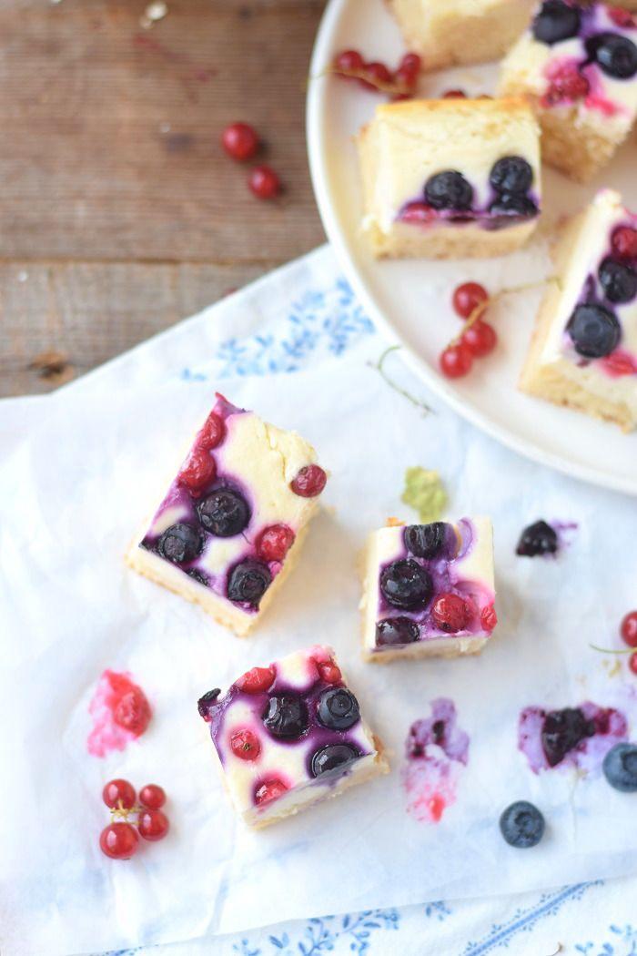 Cheesecake Squares with berries - Quarkkuchen Würfel mit Beeren #summer #sommer #cake | Das Knusperstübchen