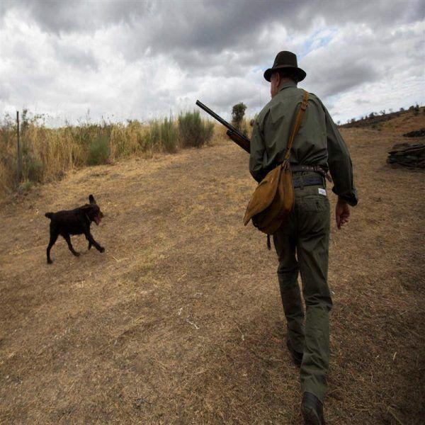 Um caçador morreu na manhã de ontem, vítima de doença súbita quando caçava com um grupo de amigos. #bombeiros #caçador #florestal