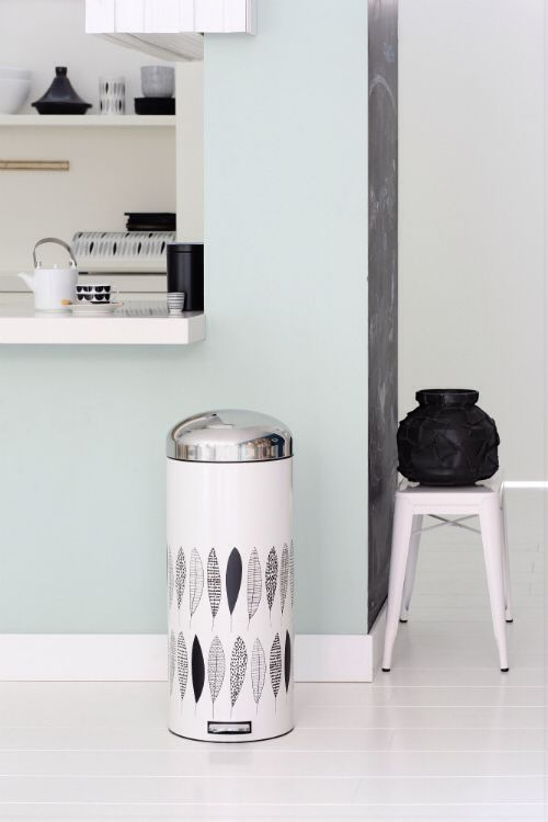 Notitiebord Keuken : Groene muur op bedwand, zwarte krijtbord-muur aan bureaukant, overige