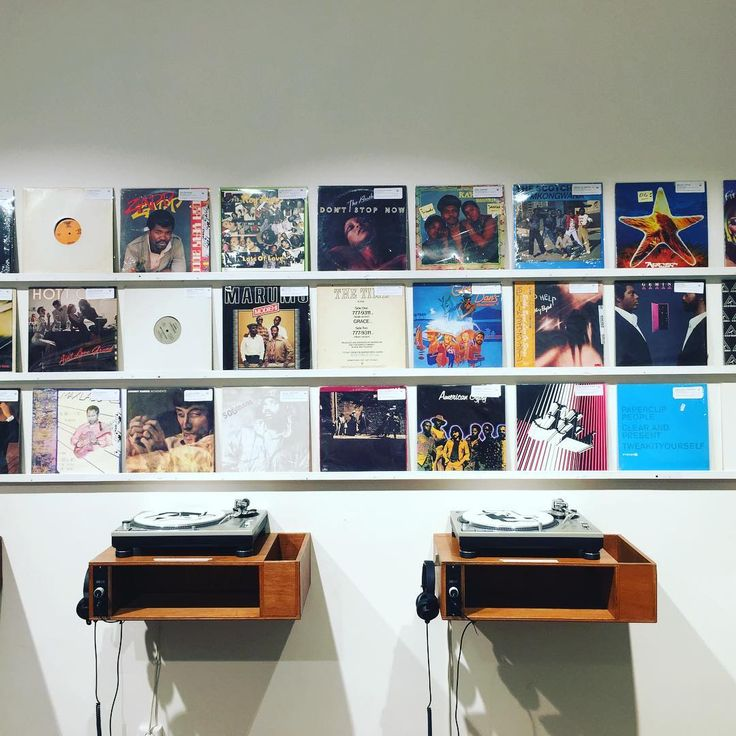 Rush Hour Store: «New wall of used records.... ( incl. South African, Japanese, Disco, Chicago house, Detroit techno,…»
