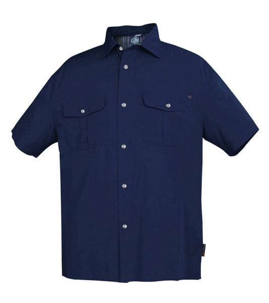 Basic, solid coloured polo shirt that looks great and feels just as good. It's made of 50% bamboo and 50% cotton so it's soft against the skin whilst being breathable and antibacterial. Regular fit and stardard no-fuss design that features button up front, chest patch pocket with button closure and side split hem make the shirt versatile. An easy go-to wear for any occasion!