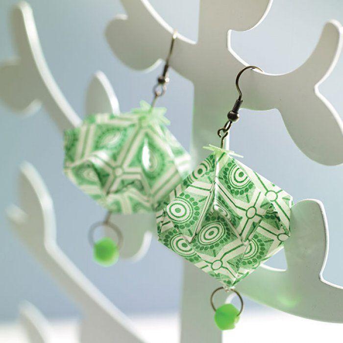 DIY: des boucles d'oreilles en origami