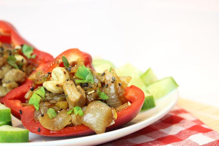 Het recept voor gevulde paprika's met kip teriyaki is ontwikkeld in opdracht van Terrasana, op eethetbeter, het foodblog vol gezonde recepten voor gezinnen.