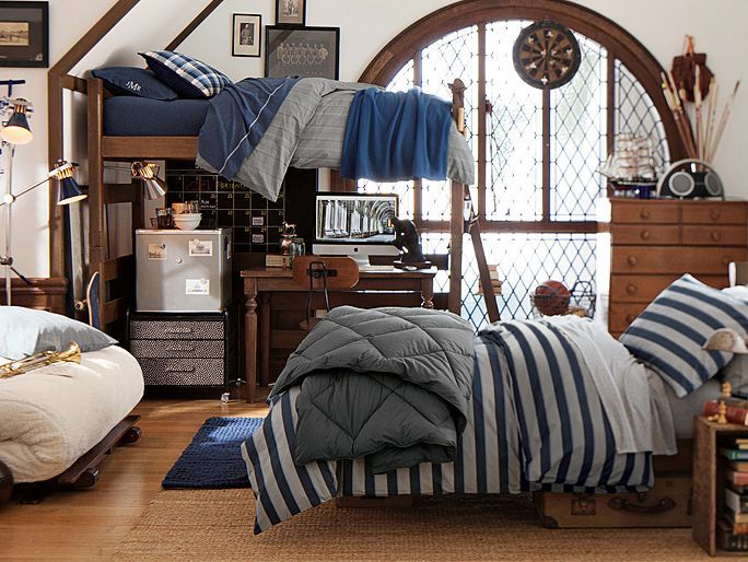 Like the fridge, desk, & storage under the loft. The size of the room is totally unrealistic though!