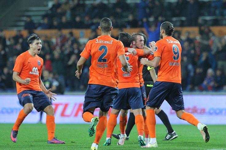 Süper Lig'in lideri İstanbul Başakşehir kendi sahasında Çaykur Rizespor'u son dakika bulduğu golle 2-1 yenerek liderliğini sürdürdü.
