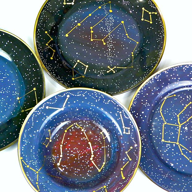 Bring your space geek love to the dinner table with this awesome new DIY constellation dishes video tutorial!