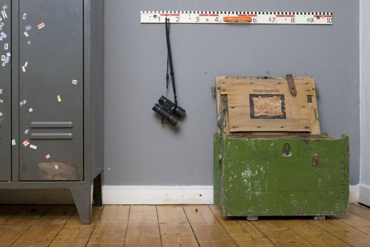 sitztruhe um 16 jhrd einzelst ck products. Black Bedroom Furniture Sets. Home Design Ideas