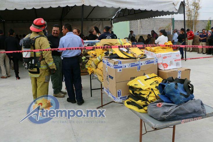 Luego de que hace unos meses se entregara un vehículo de bomberos en el municipio, el alcalde Baltazar Gaona hizo entrega de equipo para los elementos de la corporación, desde ...