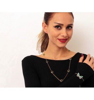 Bayanlara özel birçok gümüş kolye modeli bulunan kategorimizde aradığınız tarzda kolyeleri bulabilirsiniz. Annenize, eşinize, sevgilinize ya da herhangi bir bayan tanıdığınıza gönül rahatlığı ile hediye edebileceğiniz gümüş kolye modellerimiz #istanbul #gümüş #kolye #zümrüt #suyolu