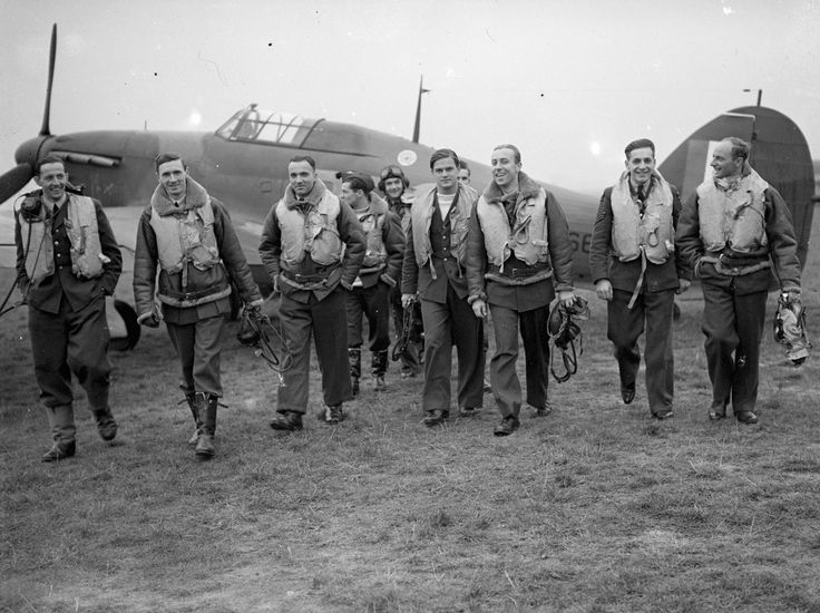 Pilots of No. 303 (Polish) Squadron RAF with one of their Hawker Hurricanes, October 1940 - wikipedia
