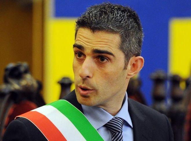 """Pcl: """"La città futura di Gramsci e l'ebetismo di Pizzarotti"""""""