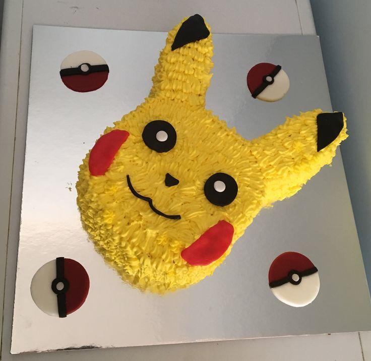 1000 Ideas About Pikachu Cake On Pinterest Pokemon