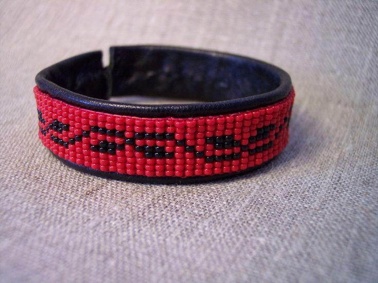Bead loom bracelet pattern, INSTANT DOWNLOAD PDF-file. par MinnasDesign sur Etsy https://www.etsy.com/fr/listing/265344452/bead-loom-bracelet-pattern-instant