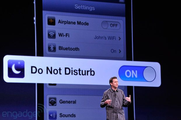 Apple executive shakeup: Scott Forstall and John Browett are leaving the company -- Engadget