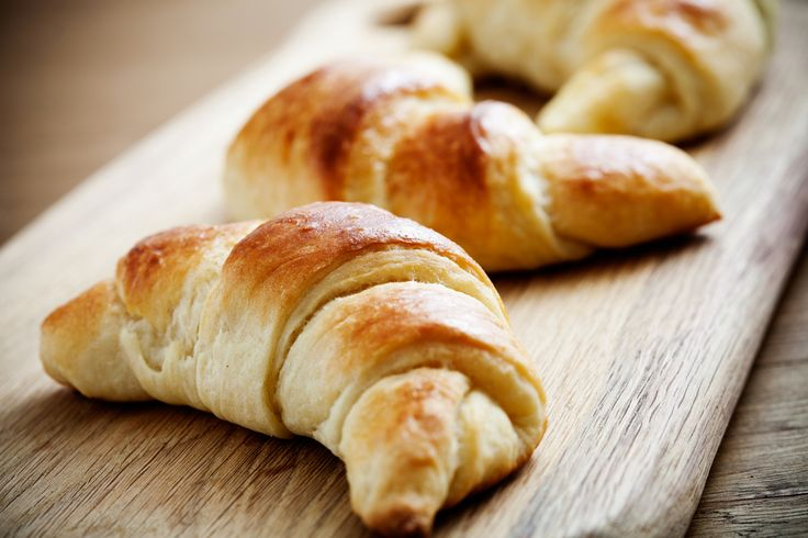 Ricetta cornetti vegan fatti in casa - Come preparare in casa, con ingredienti sani, tanti soffici e gustosi cornetti vegan per la colazione.