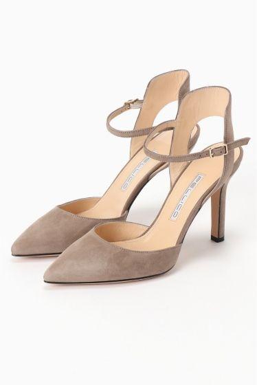 PELLICO アンクル ポインテッドパンプス PELLICO アンクル ポインテッドパンプス 52920 2016AW PELLICO PELLICO (ペリーコの靴はイタリアの最上級の素材と最高の職人技術によって生産されています 熟練の職人によって行われる靴作りは自らの小さな工房でかたくなにひとつひとつ丁寧に作りあげられています その高い技術により数々のハイブランドからのオファーを受けながらも高い技術と自らのコレクションを守るためにどこにも属さない姿勢を貫いています PELLICOの靴は走れる8cmヒールと例えられるその安定感が魅力 日本人の足にも吸い付くような履き心地を約束してくれます 履く女性を少しだけエレガントにしてくれる一足