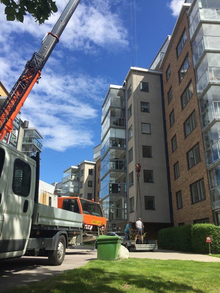 Montering med hjälp av kranbil :)  www.nerostein.se