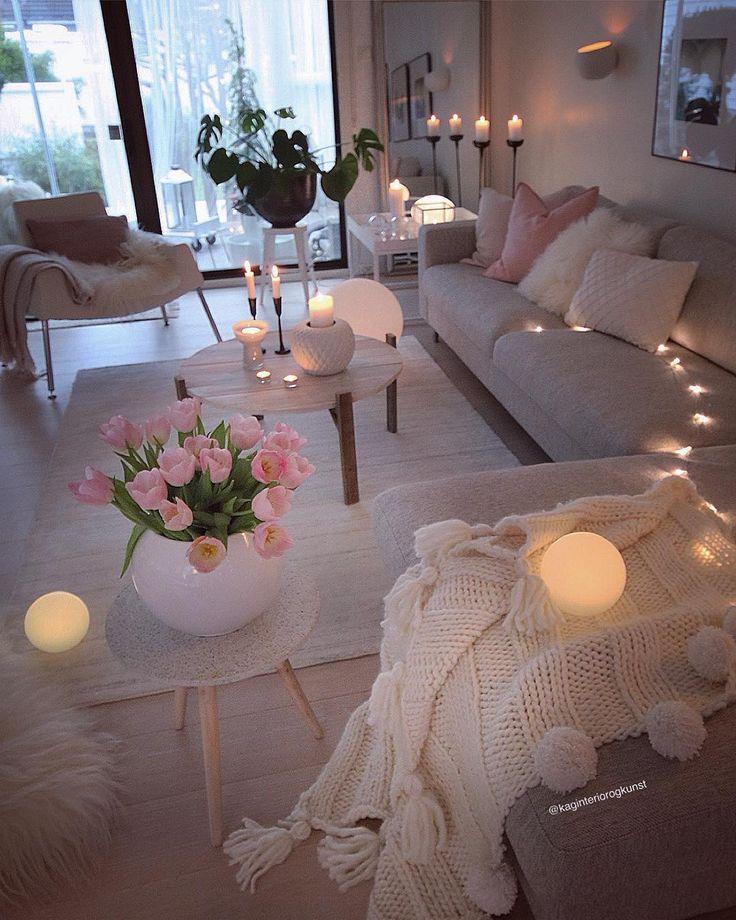 God kveld  #goodevening ✨ .  Skikkelig ruskevær ute  Får tenne lys og finne fram strikketøyet inne  Pleddet her er et resultat av det. Strikket med tykt garn og pinner nr 20. Da går det fort  #myhome #knitting #pledd #diy #dyi #doityourself #diycoffeetable #decoratingideas #decoration  #handmade #gjenbruk _____________________________________________________________________  #myinterior#interior123#passion4interior#interior_delux#doityourway#interiors#interior4inspo#dream_interi.