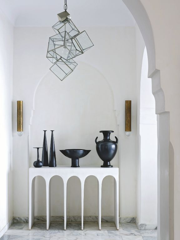 Try geometric console tables, are the best option for modern houses. Discover more: modernconsoletables.net | #consoletables #modernconsoletable #whiteconsoletable