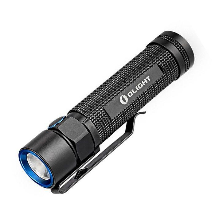 Olight S2Ris een extreem kleine, krachtige en oplaadbare 1020 lumen LED-zaklamp met een intelligente multifunctionele schakelaar op de zijkant. https://www.urbansurvival.nl/product/olight-s2r/