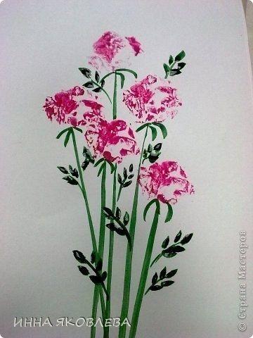 Как нарисовать цветы при помощи газеты
